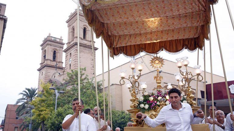 Almàssera celebra el Corpus Christi, dos meses después por dispensa papal por el ´Miracle dels Peixets`