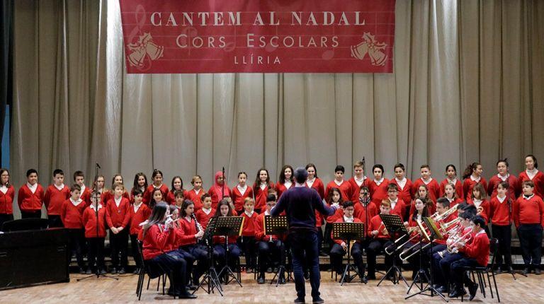 """Llíria se llena de Navidad con las voces de más de 400 escolares durante el festival """"Cantem al Nadal"""""""