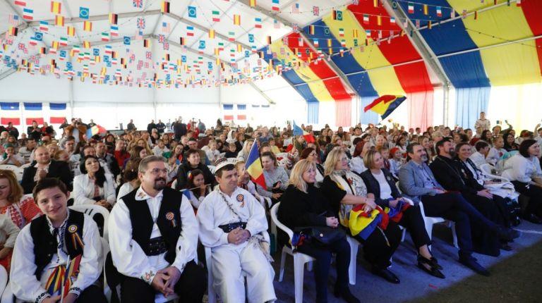 La comunidad rumana celebra en l'Alfàs del Pi el centenario de su Día Nacional