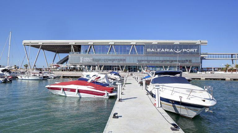 La terminal de Baleària de Dénia recibe la distinción de calidad turística como puerto de atraque de cruceros y ferris