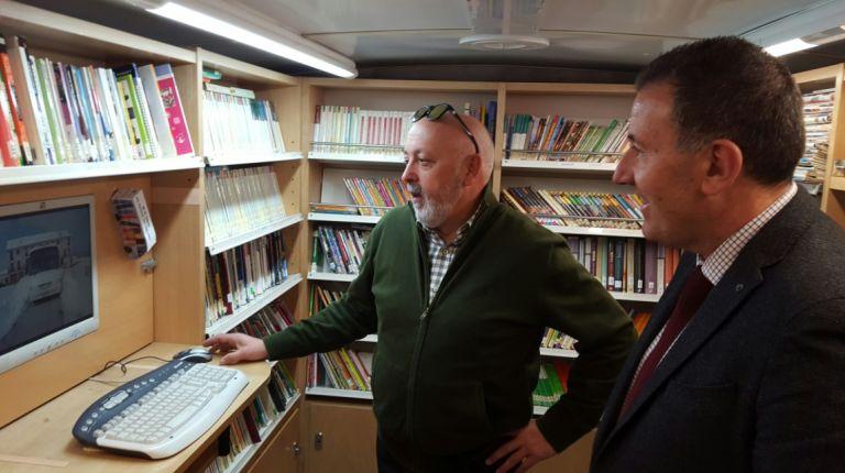 El Bibliobús de Castellón da 'media vuelta al mundo' cada año con más de 15.000 kilómetros por 25 pueblos del interior