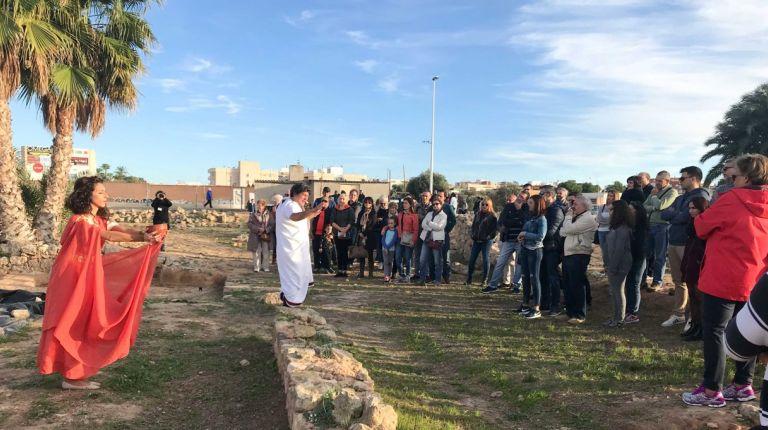 Éxito de la visita guiada por el yacimiento arqueológico La Picolaen Santa Pola