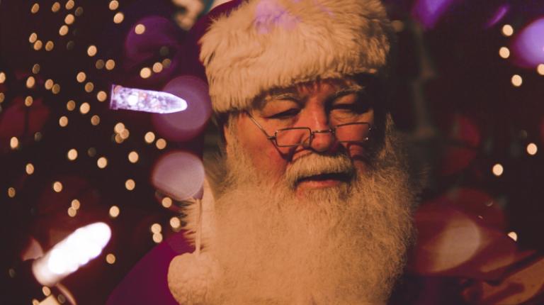 Santa Claus visita su casa de Alicante por Navidad