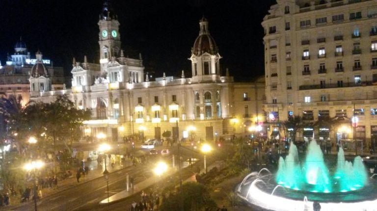 El Ayuntamiento de Valencia cuenta con la mensajera Caterina para recoger las cartas de los Reyes Magos