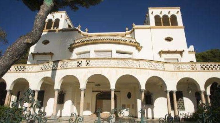 El palaceteVilla Elisa de Benicássim se actualiza como centro sociocultural multiusos