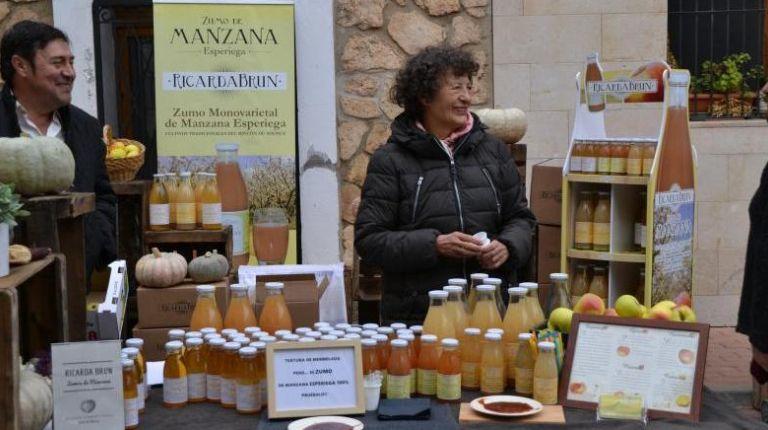 Casas Bajas es el centro de la VI Fiesta de la Manzana Esperiega que llega al Rincón de Ademuz